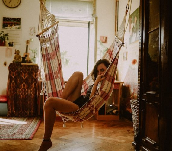 Puedes tener el mejor fin de semana sin ni siquiera salir de casa. Hoy en el blog de estudiantes de Residencia Universitaria Cartuja en Sevilla proponemos una serie de consejos para que tu fin de semana sea súper chulo sin necesidad de salir de casa.