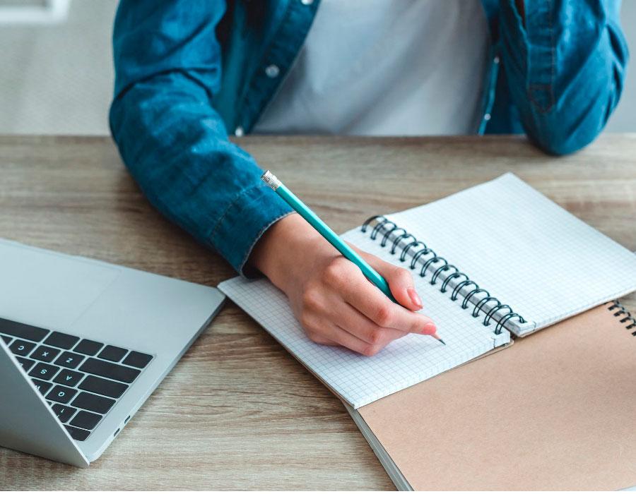 como estudiar escribiendo a mano
